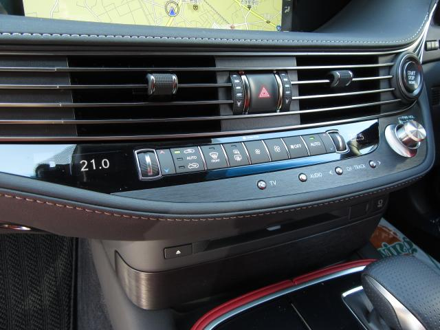 レクサスクライメントコンシュルジュは人体表面温度をセンサが検知し、オートエアコンと連動してシートヒーター、ベンチレーション、ステアリングヒータを緻密に自動制御し、一人ひとりに最適な心地よさを提供します