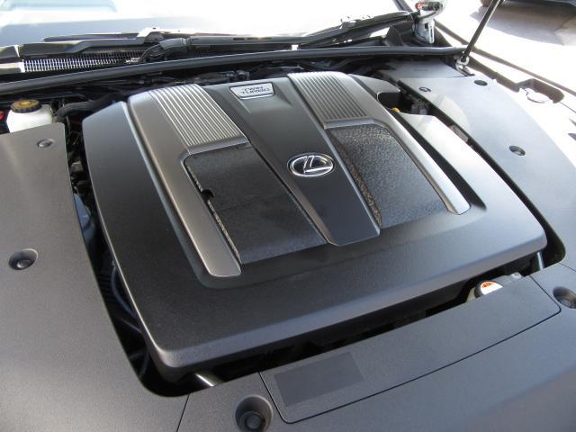 新開発3.5L-V6ツインターボEgは高速燃焼技術や高効率ターボの採用で優れた出力性能と同時に高い燃費性能を実現。低回転から最大トルクを発生し何処からでも力強い加速を体感でき、歓びをより一層高めます。