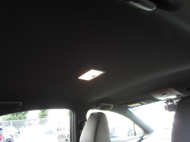 内装は前ユーザー様の使用状態が良く匂いや汚れ等も無く大変綺麗な状態が維持されてます.。撮影時には汚濁防止の為にフロアマットを全て外しての撮影をしてます。現車には純正品が装備されてますのでご了承下さい