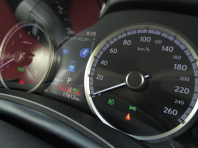 ナビ機能とマルチインフォメーションが連携。オーディオ情報、ハンズフリー電話、簡易ナビ表示などがドライバー正面のメーター内マルチインフォメーションディスプレイに表示され、ステアスイッチで操作が可能です。