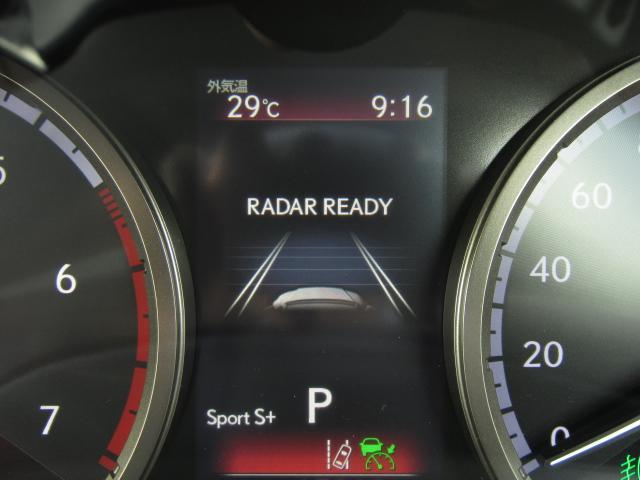 全車速追従機能付レーダークルーズはアイドリングストップとの連携機能を採用。作動時に停車した場合、前車の発進を感知しエンジンが自動で再始動。運転手の発進操作をサポートし利便性と環境性能を両立しました。