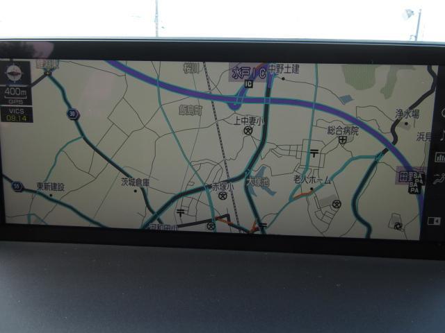 後期モデルのNXには10.3インチワイドディスプレイに地図画面などをフルスクリーンで表示可能。地図と様々な情報の2画面表示でも見やすく、行く利用する機能がスムーズに操作できるボタンを配置としました。