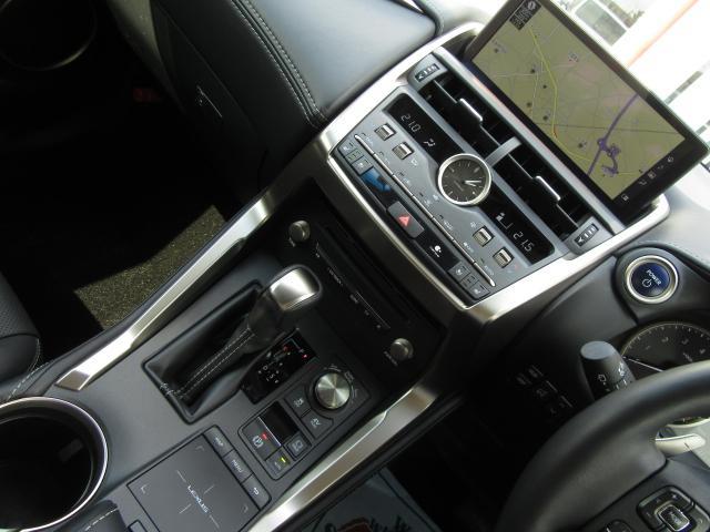 NX300hVerL4WD1オナ黒革SRパノラV モデエアロ 4WD 1オナ黒革SR ナビ地デジ LSS+ パノラミックV BSM PKSB カラーHUD 禁煙車 Dレコーダ エンスタ RCTA AHS 後席電動&H 3眼LED ルーフR 同色アーチ モデエアロ(16枚目)
