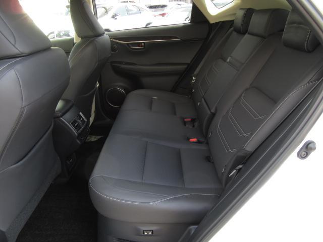 NX300hVerL4WD1オナ黒革SRパノラV モデエアロ 4WD 1オナ黒革SR ナビ地デジ LSS+ パノラミックV BSM PKSB カラーHUD 禁煙車 Dレコーダ エンスタ RCTA AHS 後席電動&H 3眼LED ルーフR 同色アーチ モデエアロ(56枚目)