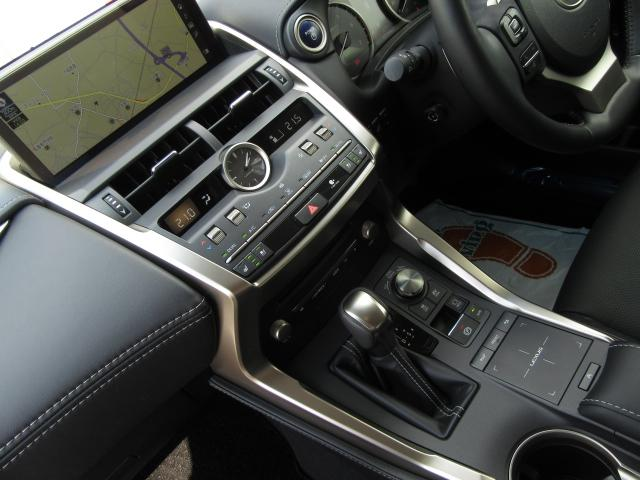 NX300hVerL4WD1オナ黒革SRパノラV モデエアロ 4WD 1オナ黒革SR ナビ地デジ LSS+ パノラミックV BSM PKSB カラーHUD 禁煙車 Dレコーダ エンスタ RCTA AHS 後席電動&H 3眼LED ルーフR 同色アーチ モデエアロ(70枚目)