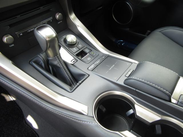 NX300hVerL4WD1オナ黒革SRパノラV モデエアロ 4WD 1オナ黒革SR ナビ地デジ LSS+ パノラミックV BSM PKSB カラーHUD 禁煙車 Dレコーダ エンスタ RCTA AHS 後席電動&H 3眼LED ルーフR 同色アーチ モデエアロ(71枚目)