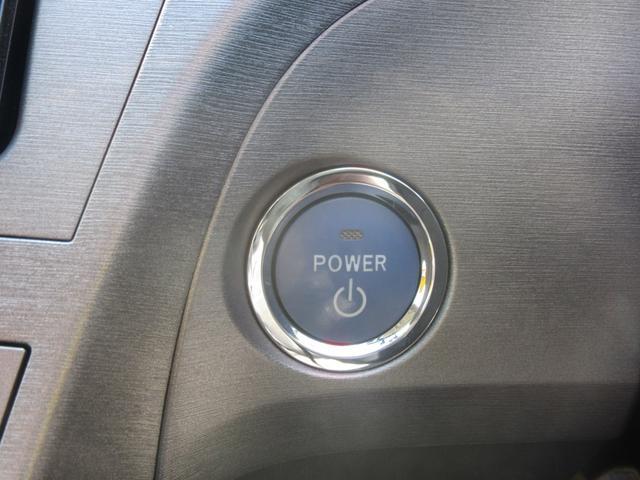 カギはインテリキータイプですので、イグニッションにカギを差し込まなくても、携帯していればエンジンスタート出来ます。これは便利!