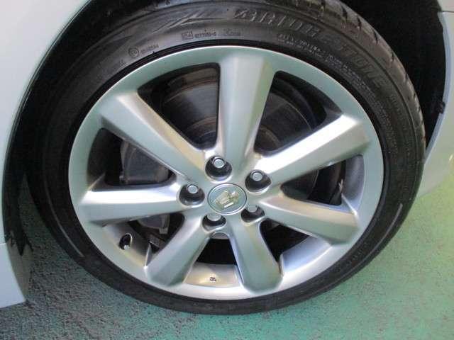 タイヤサイズは225-45R-18