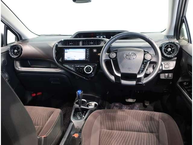 操作しやすい運転席周りで、スッキリとしたデザインになっています。