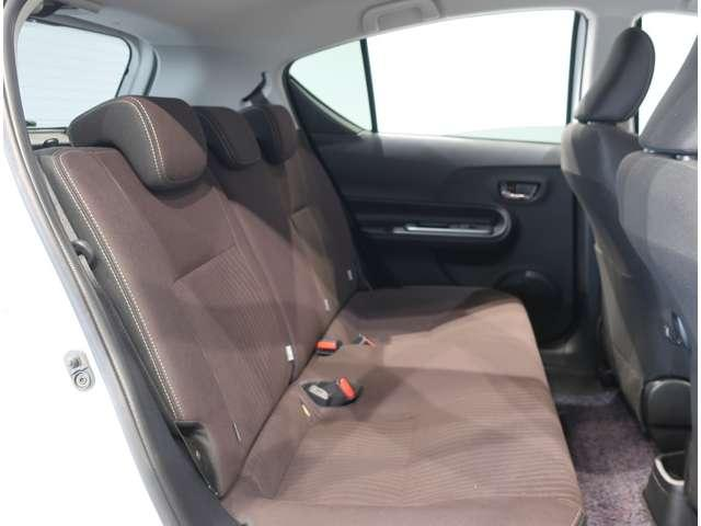 リヤシートも座面が長く大人がしっかり座れて快適です。