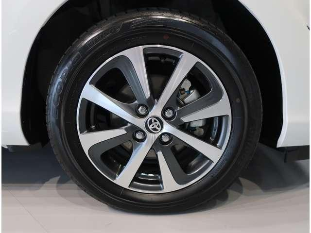 純正アルミ付です。タイヤサイズは185-60R-15です。