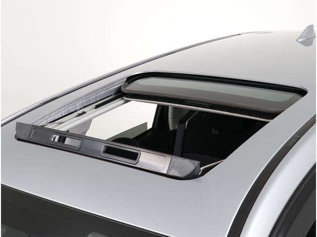 大型サンルーフは開口部が大きく、開放感があります!また、空気を入れ替えたい時は窓も開ければすぐに新鮮な空気が入ってきます!