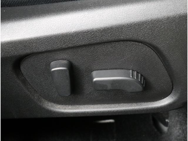 運転席はパワーシートが装備されております!微妙な調節が出来ますので、是非ご自身に合ったドライビングポジションを探してみて下さい!