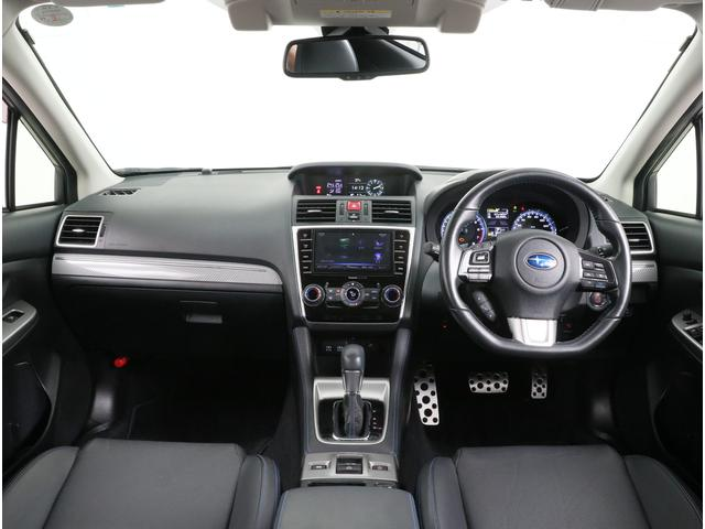 ブラックレザーのシートは高級感もあり嬉しいシートヒーターも備えています!!
