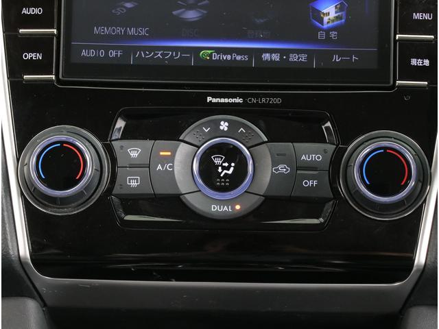 乗る人それぞれの体調やお好みに合わせて、運転席・助手席で別々の温度調整が可能です。