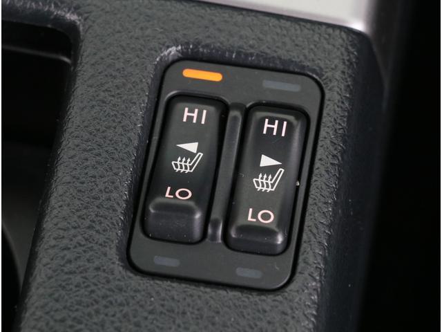本革シートですので運転席と助手席にはシートヒーターが付いています。
