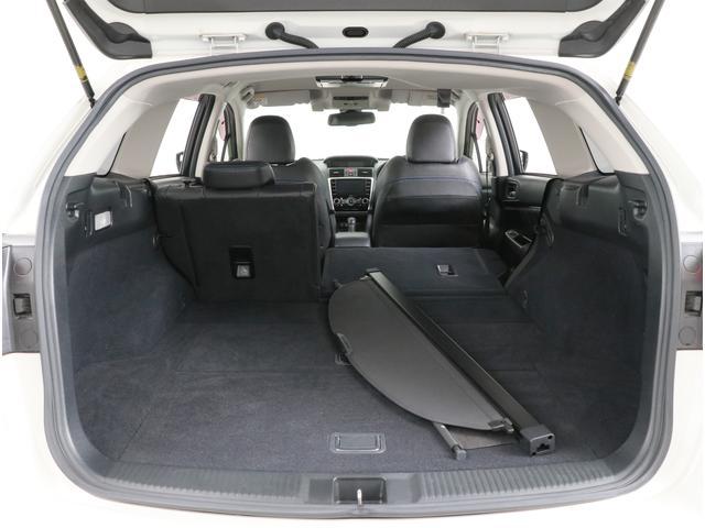後席は前倒するのでちょっとした長いものや大きなものを積むのにも便利です。