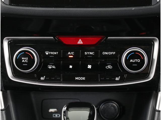 高級感すら漂うエアコンスイッチ!運転席と助手席側の温度を変えられる機能を備えたフルオートエアコン!!