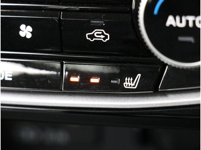 フロントシートは3段階の温度調節ができるヒーター搭載!!