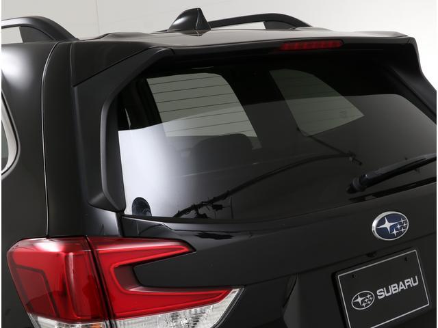 UVカット機能を備えたプライバシーガラスを採用!空力性能にも拘りルーフスポイラーも標準装備されています!!