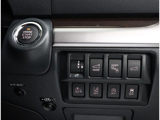 各種機能の操作スイッチはインパネ右側のパネルに集約!!