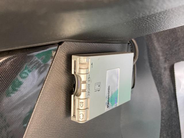ETC付です。料金所の通過もスムーズで土日以外も多数の特典が有る財布に優しい装備です。