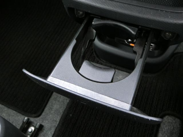 前席用カップホルダーです。ドライブに飲み物は必須ですよね!