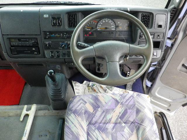 運転席周りの写真です。