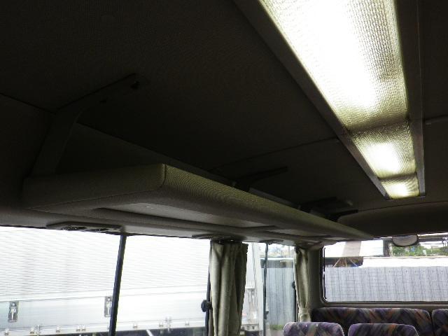 客席荷物棚です。これがあると荷物が多くなったときに非常に便利です♪