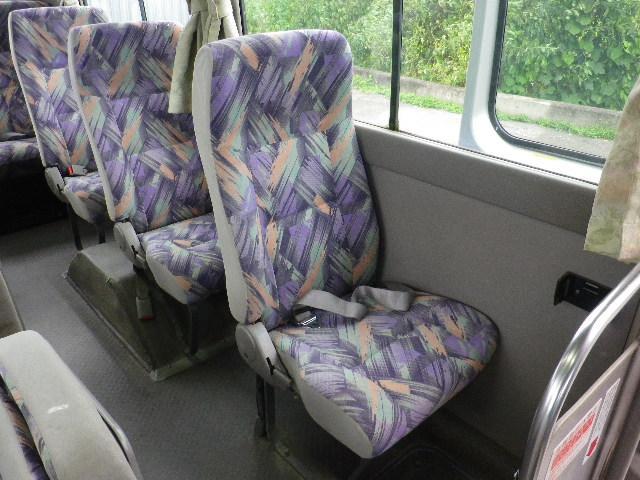 モケット地リクライニングシート、1人席(左側)です。