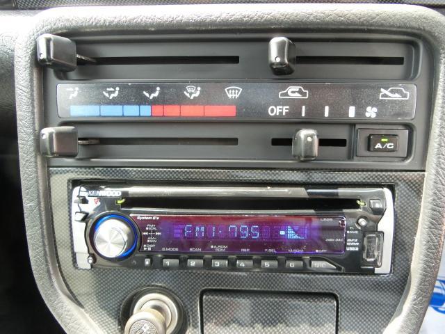 オーディオ付きです。CD、ラジオ、USB接続が可能です。ナビ取付等の取り付けも承りますのでお気軽にお申しつけください★