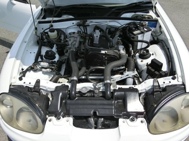 エンジンルームも点検チェック済み!お車ですから傷や汚れが気になるのは当たり前ですが一番大事なのはエンジン!当店では保証プランもご用意しております♪詳しくはスタッフまでお尋ねください!