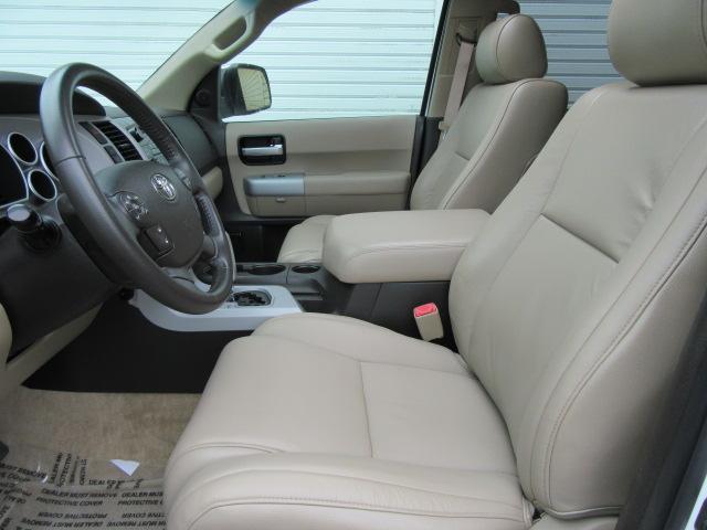 米国トヨタ セコイア リミテッド4WD サンルーフ パワーバックゲート 125