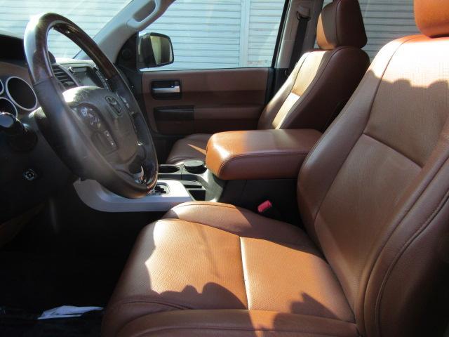 運転席☆助手席共に素晴らしく上質できれいな状態を保っております。また車内の嫌な臭いも感じません。