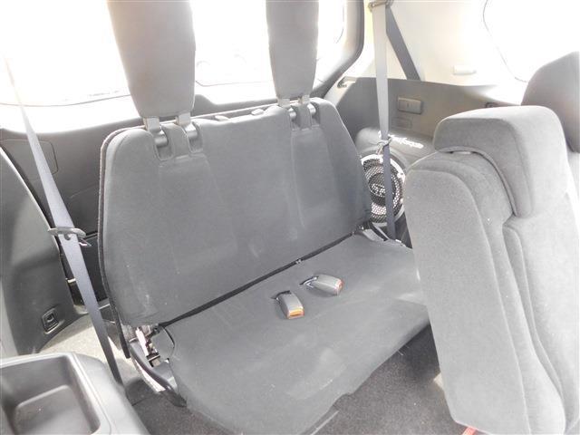 3列目は格納式シート。不要の際は床下に格納し、トランクを広くすることができます!
