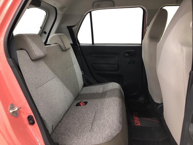 後部座席は規定の人数がしっかりと乗車できる余裕のある空間となっております!