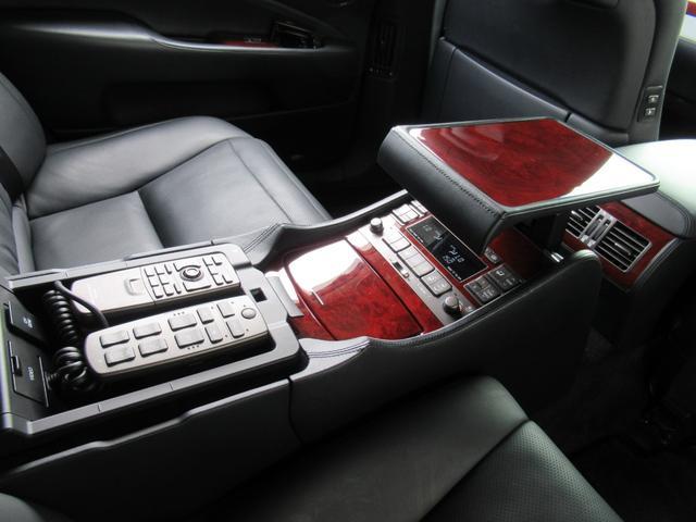 レクサス LS LS600hL バージョンUZ マークレビンソン後席モニター