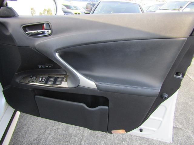 IS250 バージョンL メーカーHDDナビ 黒革シート シートヒーター シートエアコン フルセグ バックカメラ クルーズコントロール パワーシート シートメモリー パドルシフト 純正17インチアルミホイール(32枚目)