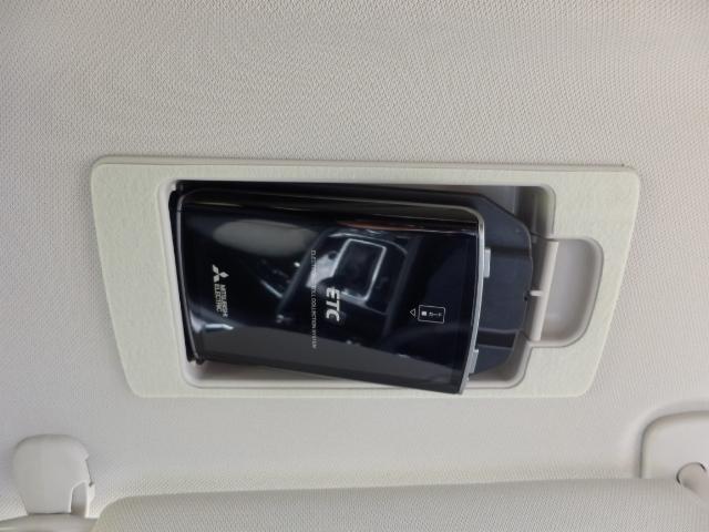 有料道路の料金所を止まらず通過できて時間帯で優遇ありで家計に優しいです サンバイザーに隠れる天井部にETC車載器をスマートに収納なので防犯性にも優れ、しかも簡単にETCカードの出し入れ可能