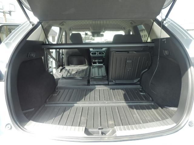 4:2:4分割可倒シート採用。ラゲッジルームは定員乗車時にもゴルフバッグ4つ、72型スーツケース3つを積み込める505L(VDA方式、サブトランク含む)実用性を突き詰めて無駄のない使いやすさを実現。