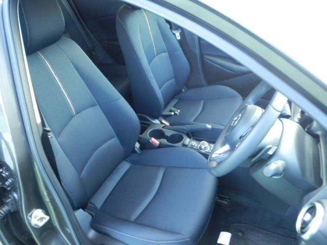 運転席6WAYパワーシート&ドライビングポジションメモリー機能付きです。電動でシート前後ポジションなどが調整できます。