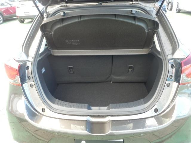 280Lの荷室容量を確保しています。荷物の出し入れもしやすいです。
