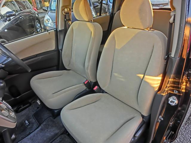 助手席もご覧の通り穴や汚れ等なくキレイな状態を保っております。