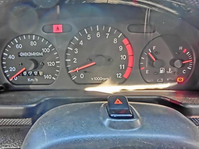 車内はシンプルに余分な装備は省きました!ブースト1.1キロで9,000回転超えてもたれずに加速し続けた記憶がございます。ポート形状に拘って出来るだけ真っすぐ太く鏡面に仕上げてあります。