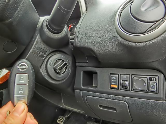 かんたん便利なスマートキー!体に身に着けていればドアハンドルのスイッチで鍵の開け閉めができたり、キーを差し込まなくてもエンジンをかけたりできてとても便利!
