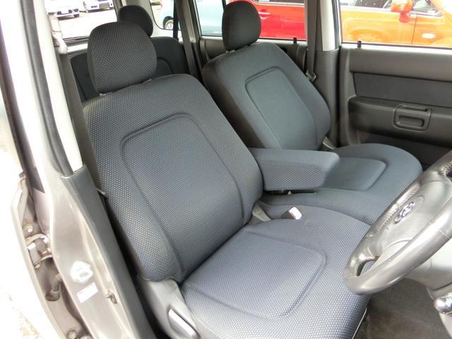 1番傷みやすい運転席!ご覧の通り穴や切れなどがなく、これほどの状態を保っております。アームレストがあるので運転も快適!ベンチシートなので助手席への移動も楽々!