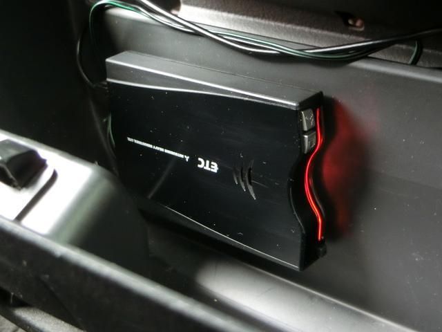 小物入れの中にETC車載器が装着済みなので高速道路の乗り下りも楽々快適!