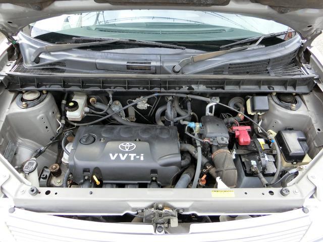 改造等されず、純正の状態を保って乗られてきたのが分かるエンジンルーム!タイミングチェーン式のエンジンなのでタイミングベルトのように10万キロでの交換が不要!