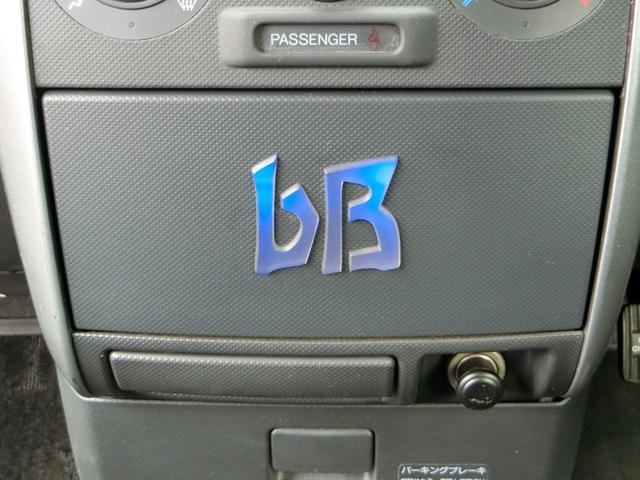 スモール連動でbBの文字がブルーに点灯してオシャレ!