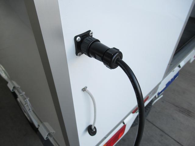 外部電源装備!電気を引き込めばバッテリー残量を気にすることなく電気が使用可能です!!